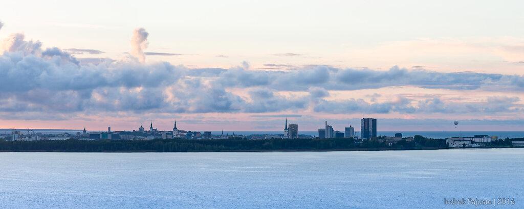 Tallinn kahe vee vahel