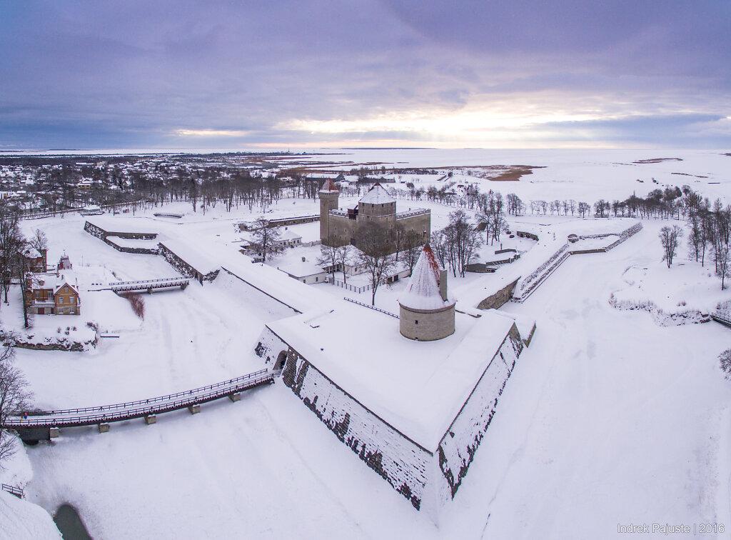 Kuressaare Piiskopilinnus talvel